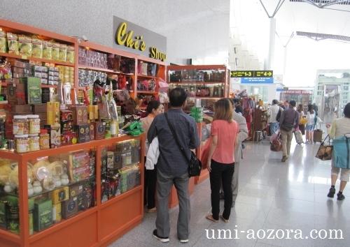 ダナン国際空港の土産物店06